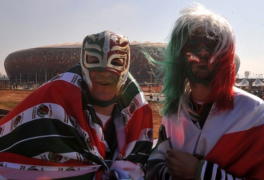 800px-Mexico_fans_before_South_Africa_&_Mexico_match_at_World_Cup_2010-06-11_6