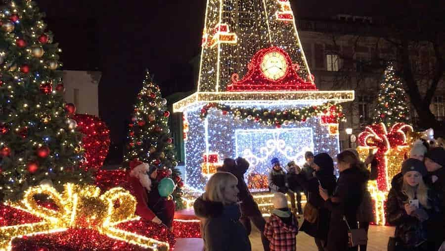 christmas-warsaw-ilumination-min