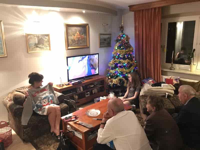 christmas-poland-family-min