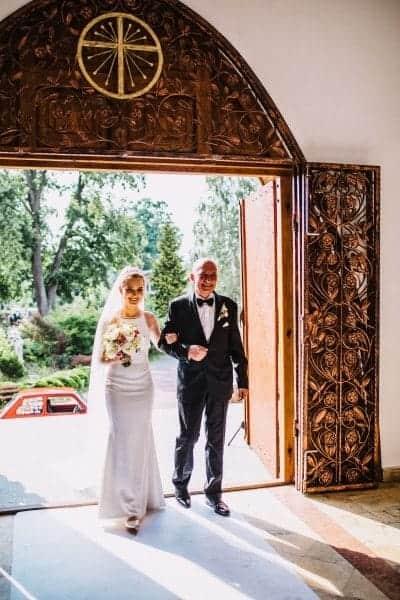 entrance-bride-min