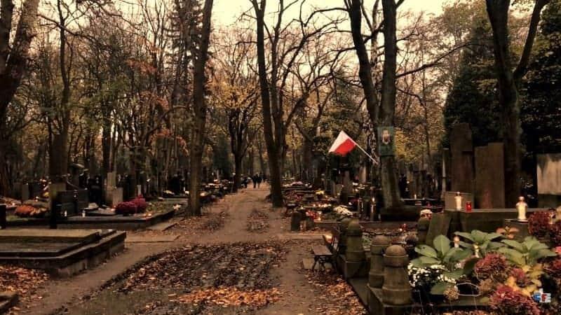 cemetery-powazki--warsaw-min
