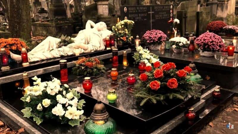 cemetery-warsaw-tomb-min